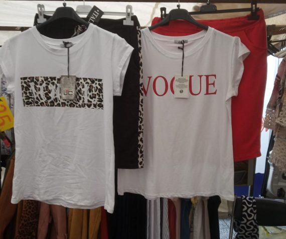 Diverse setjes shirts en rok
