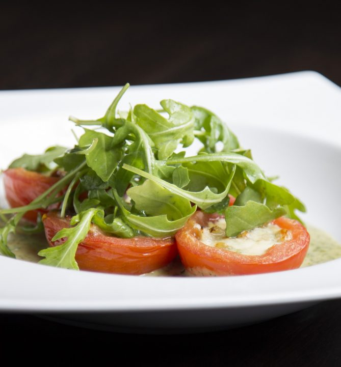 Gevulde tomaten met parelcouscous